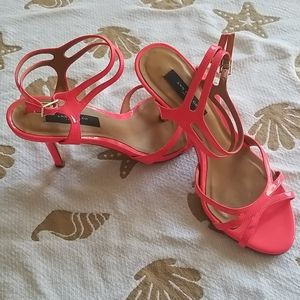Womens Ann Taylor neon pink patent heels size 8.